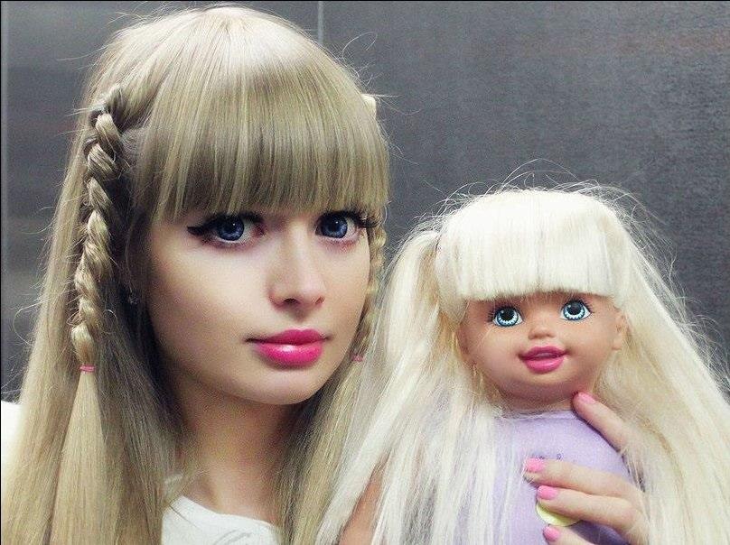 Анжелика Кенова с куклой