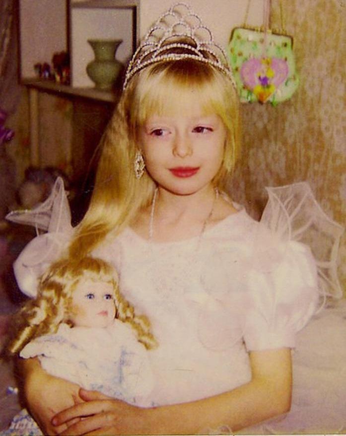 Анжелика Кенова в детстве
