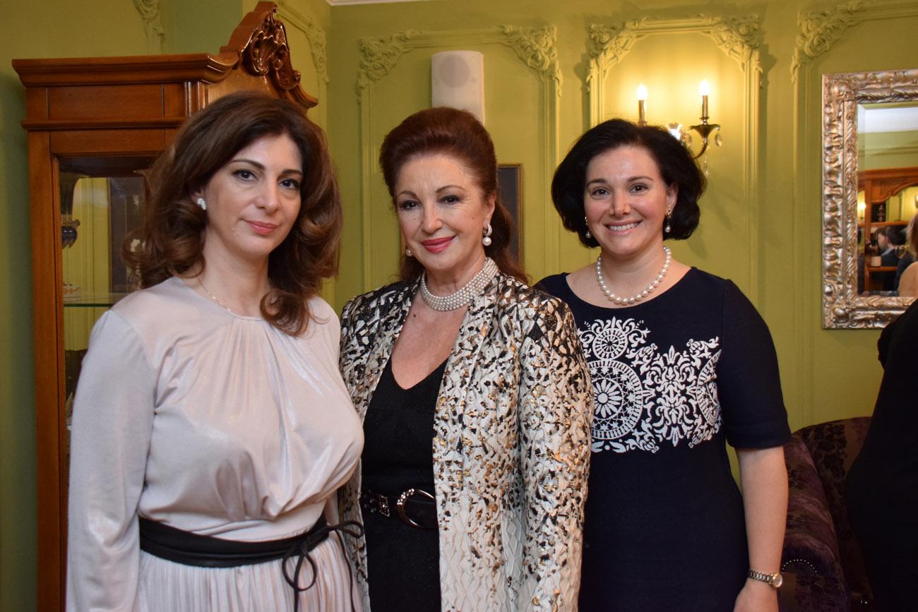 Лейла Адамян с дочерьми