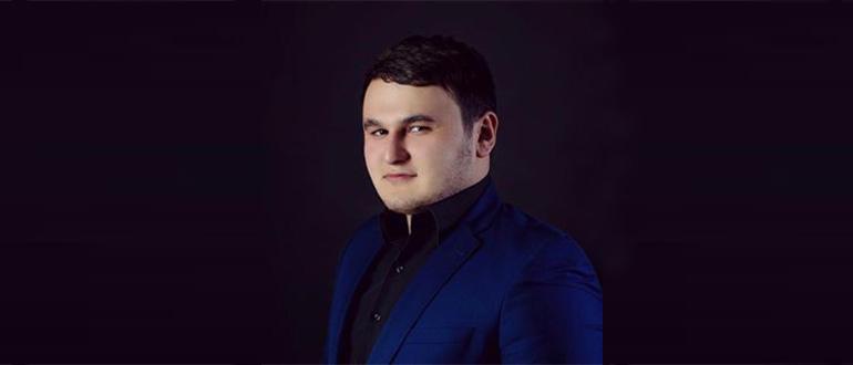 Певец Рустам Нахушев