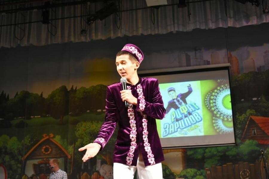 Рифат Зарипов на сцене
