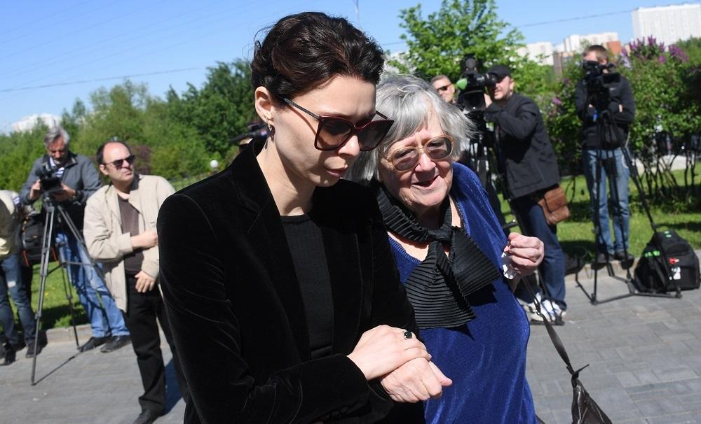 Юлия Доренко на похоронах