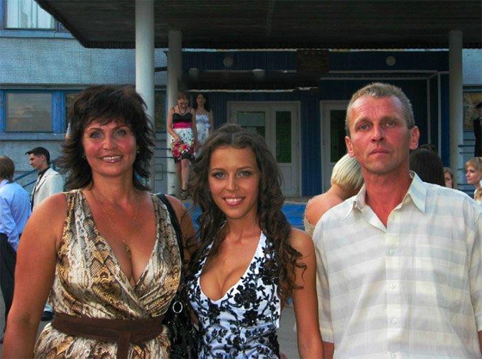 Татьяна Строкова с родителями