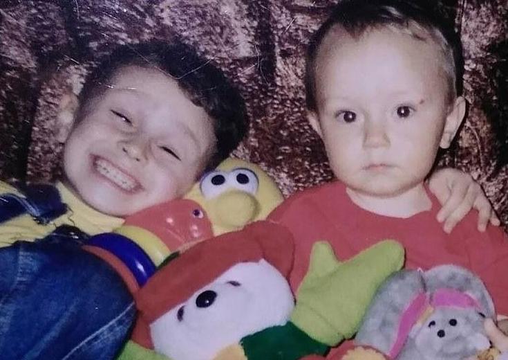 Даннил и его младший брат в детские годы